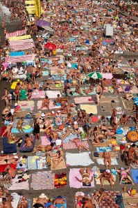 Mass-tourism-on-a-beach