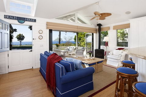 Vacation rental cottage room in Santa Barbara